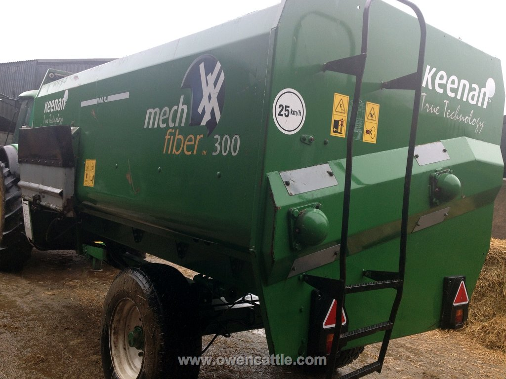 Keenan Mech Fiber 300 Cattle Feeder
